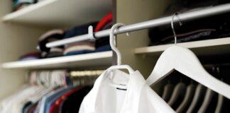 Biała koszula w garderobie